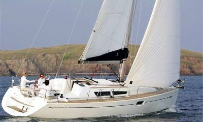 Jeanneau Sun Odyssey 36i Cruising Monohull in Punta Ala