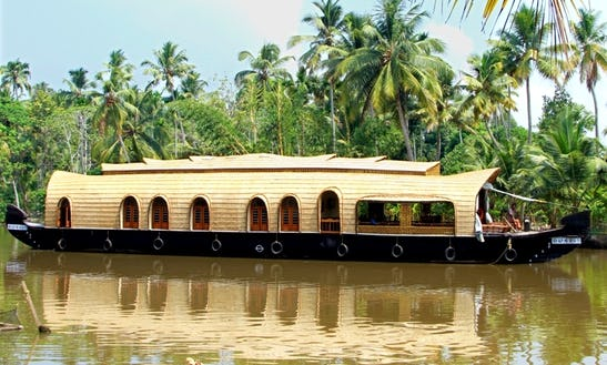 Houseboat Rental In Kumarakom