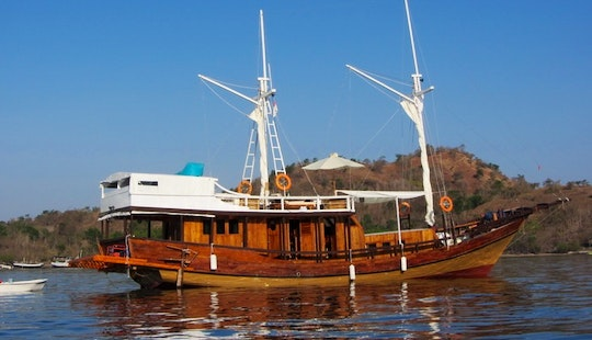Warisan Komodo Cruise Charter In Indonesia
