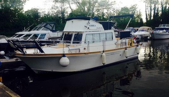 Charter 35' Motor Yacht In London, United Kingdom