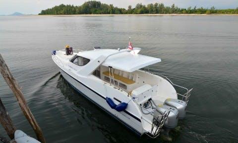 """The """"Fiber & Fast Speedboat"""" In Thailand"""
