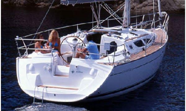 Luxury Cruiser Sun Odyssey 35 Charter in Punta Ala