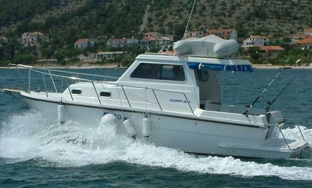 Damor 800 Motor Yacht Charter in Betina