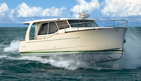 Greenline 33 Hybrid Motor Yacht Rental In Saint-mandrier-sur-mer, France