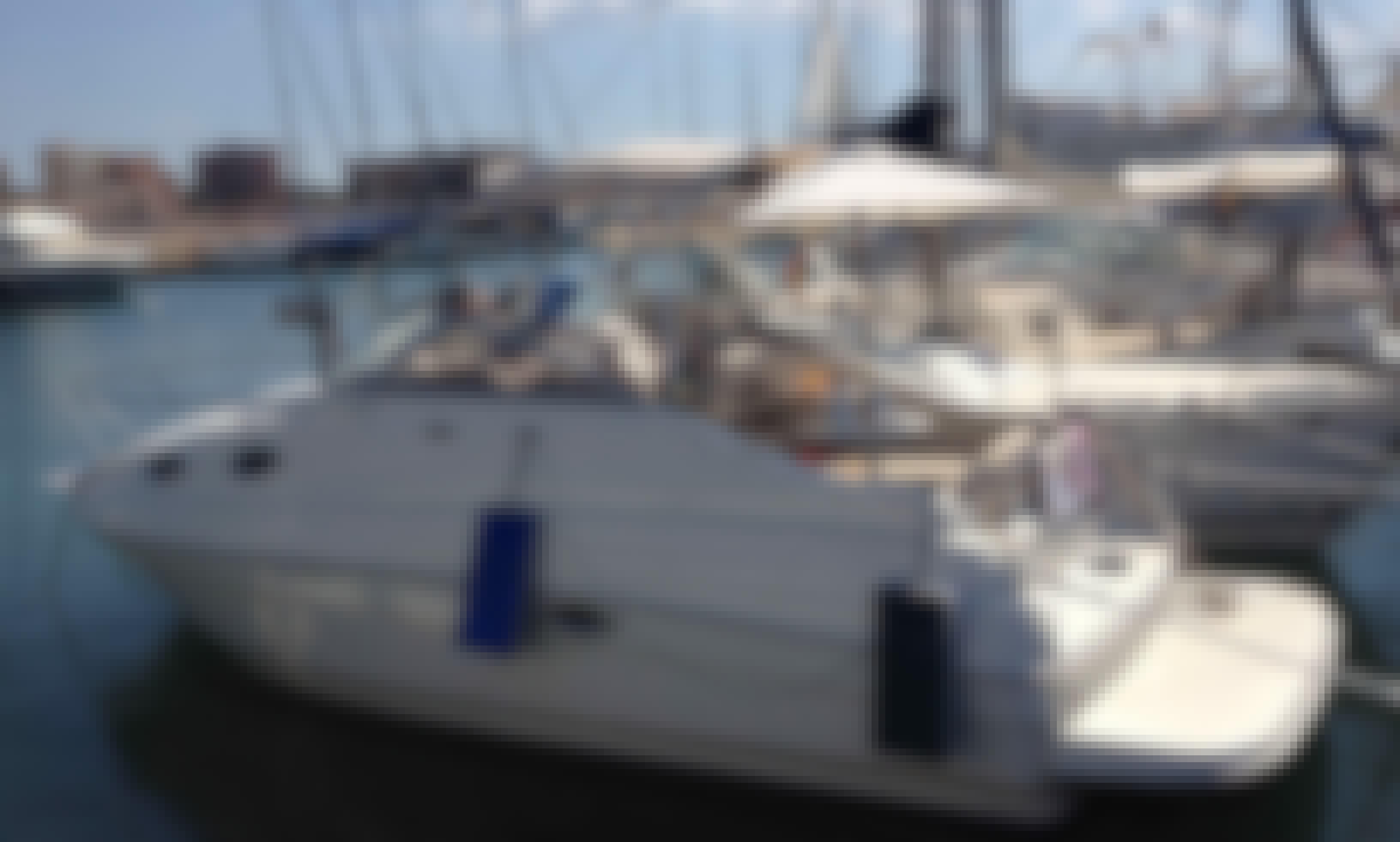 26' Cuddy Cabin Yacht for 9 People in Tallinn