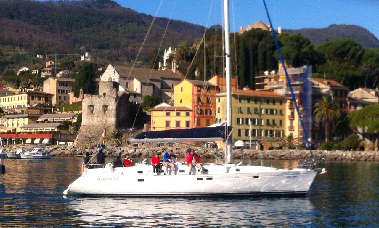 Beneteau 461 Charter for Up to 10 People in Bocca di Magra, Italy