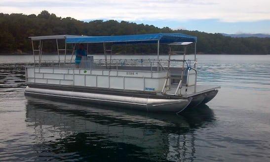 28' Pontoon Dive Boat In Salem