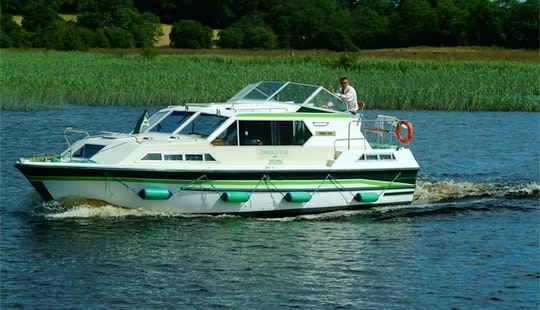 Luxury Motor Yacht 'lake Star' Charter In Limerick