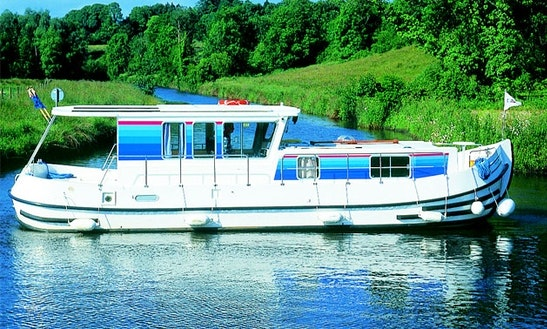 Luxurious Canal Boat