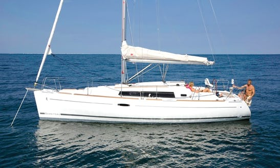 Luxury Cruising Monohull 'beneteau 34' Charter In Bayview