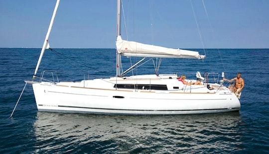 Luxury Cruising Monohull 'beneteau 34' Charter In Bayview