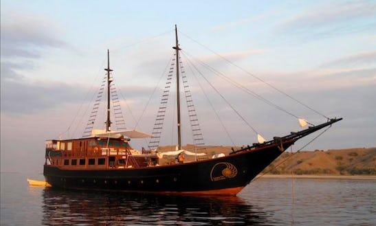 Luxurious Sailing Yacht Charter In Bali