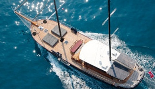 105' Sailing Mega Yacht For 10 Person In Viareggio, Toscana
