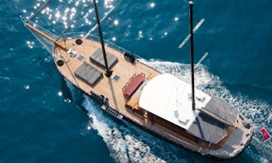 105' Sailing Mega Yacht For 10 Person In Viareggio, Toscana