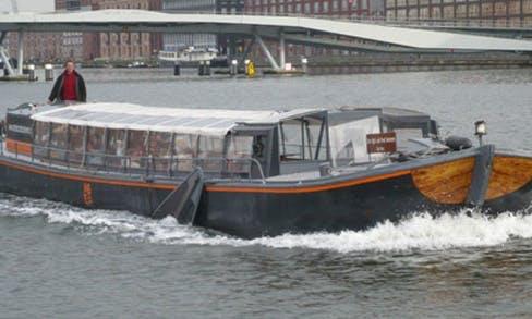 'Tijd Zal Het Leren' Canal boat Charter in Amsterdam, Netherlands