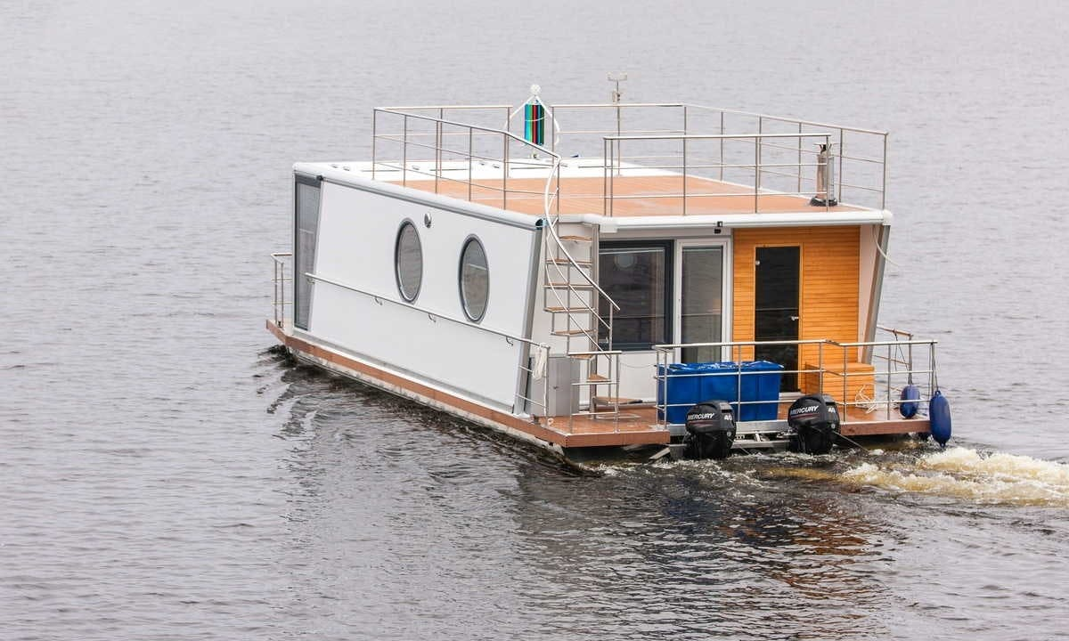 Luxury 8 Person Houseboat Charter in Finland