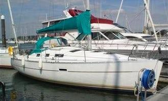 "Charter on ""Aphrodite Spirit"" Oceanis 323 Cruiser in Southampton"