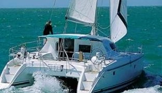 Charter This 40' Sailing Catamaran In San Blas, Panama