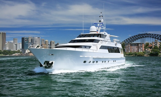 Charter The 110ft