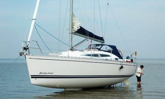 Charter 2010 Delphia 33 Sailboat In Makkum