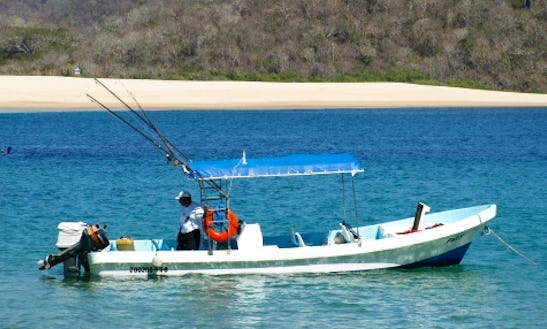 Snorkeling Tour Boat In Huatulco