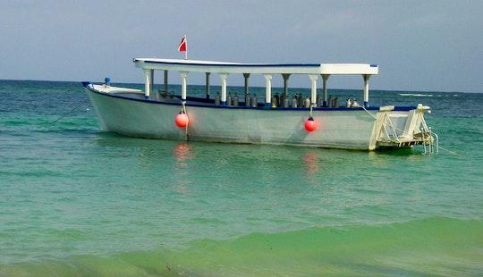 30' Dive Boat In Roatan