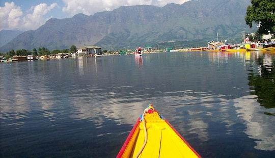 Enjoy A Romantic Houseboat Vacation In Srinagar, India