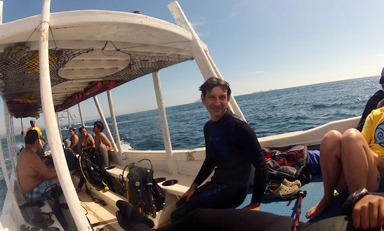 Boat Diving In Zihuatanejo