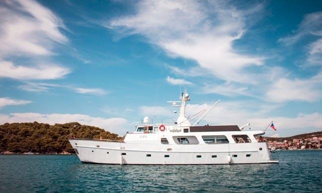 Power Luxury  Motor Yacht EVA in Murter