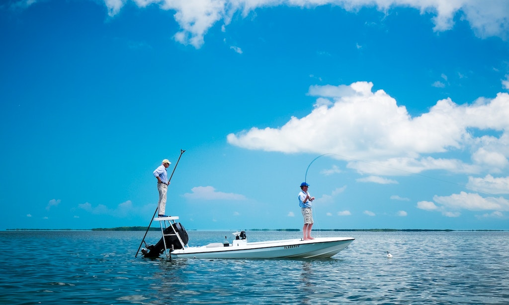 Fishing charter on 17 39 maverick flats skiff with captain for Florida one day fishing license