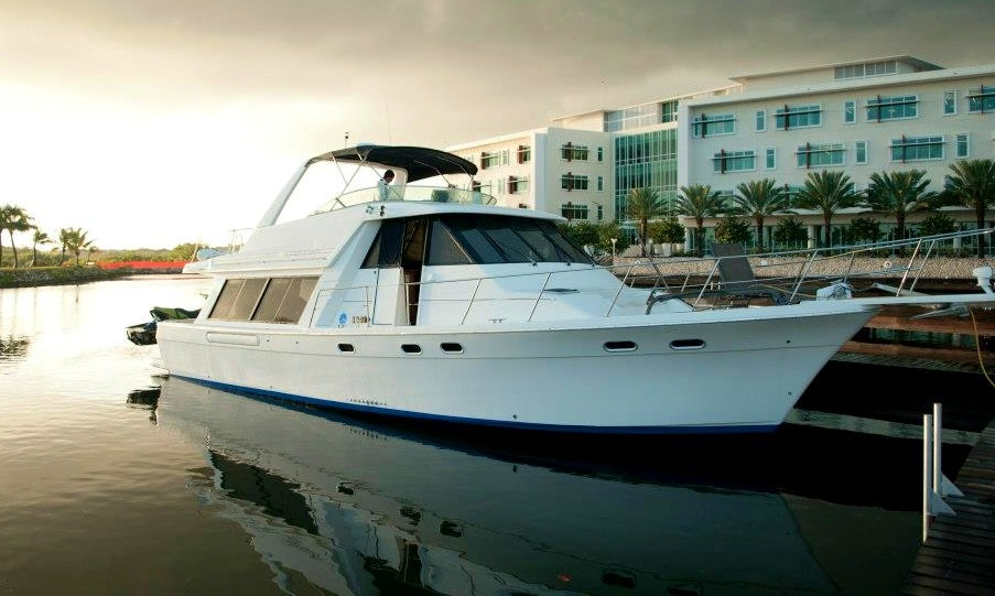 Bayliner Pilot Yacht Charter in Cayman Islands   GetMyBoat