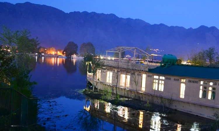 Memorable Houseboat Vacation in Srinagar, India