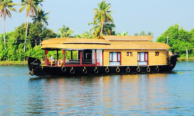 Kerala Style Houseboat with 2 Bedrooms Available for Rent in Alappuzha, Kerala