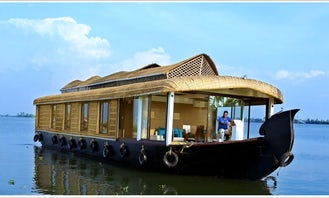 Enjoy honeymoon cruise in Kerala backwaters in Aryad South, India