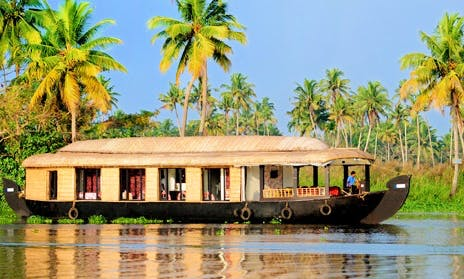 Backwater Cruise Journeys aboard 8 Person Houseboat in Alleppey, Kerala
