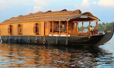 Four Bedroom Houseboat for Rent in Kainakary