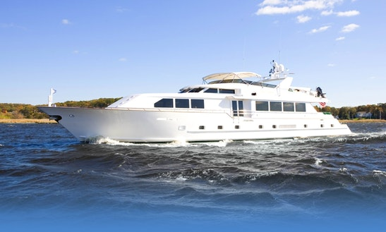 109' Luxury Yacht Charter In Clinton, Connecticut