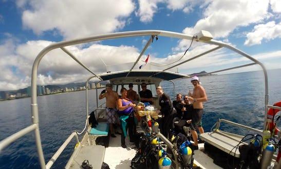 Enjoy 34 Ft Dive Boat In Honolulu, Hawaii