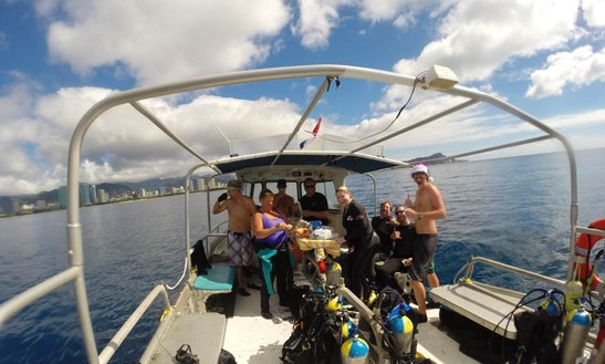 Enjoy 34 Ft Dive Boat In Honolulu, Hawaii