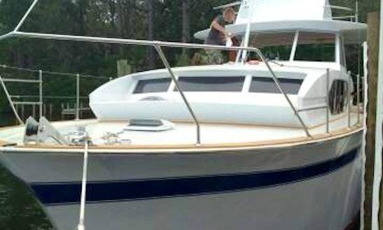 Motor Yacht Rental In Panama City