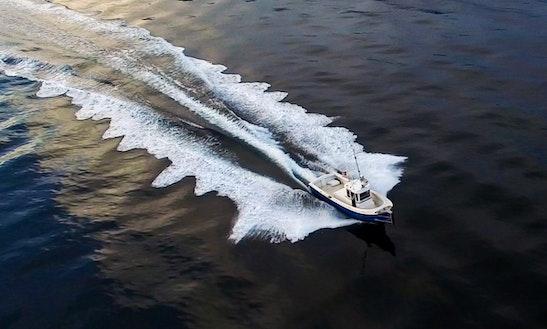 27ft Inboard Propulsion Boat Rental In Seattle, Washington
