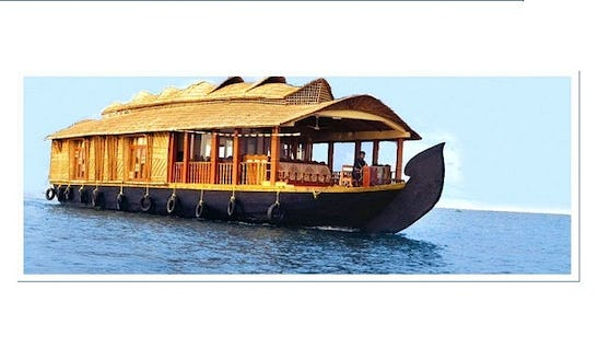 Pamper Yourself While Staying On A Houseboat In Alappuzha, India