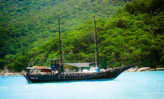 66' Sailing Pirate Boat In Florianópolis