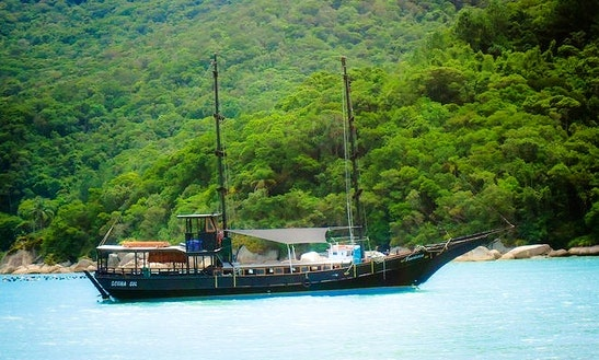 66' Sailing Pirate Boat In Florianópolis