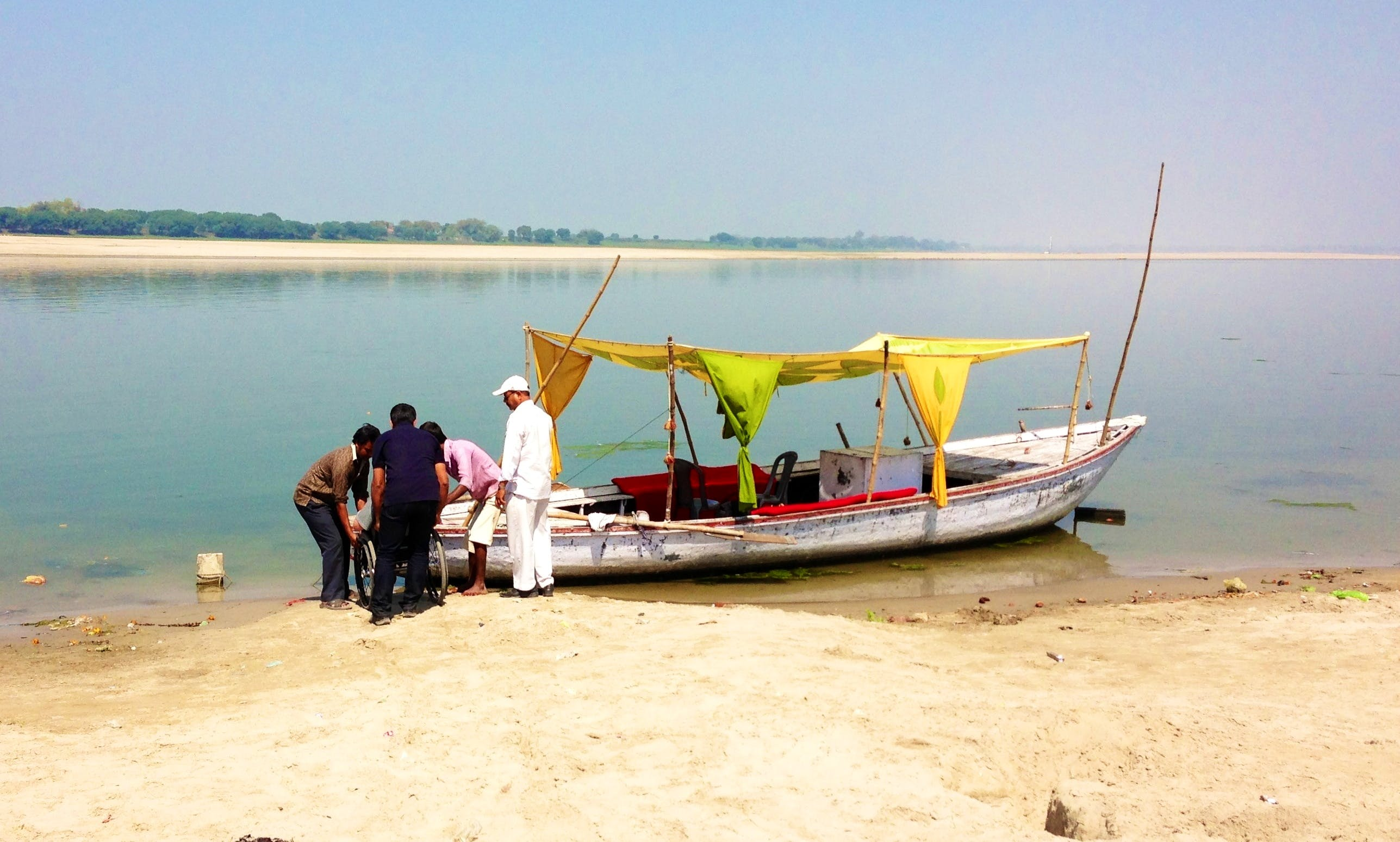 Power Boat Rental in Varanasi