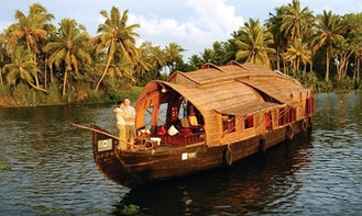Book a Deluxe Houseboat for 10 Person with Professional Crew in Kerala, India