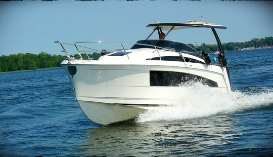 27' Motor Yacht Rental In Wilkasy