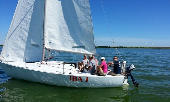 Charter 30' Catalina Sailboat In Lewisville, Texas