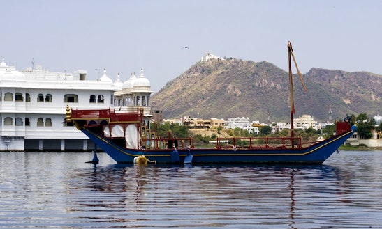 Passenger Boat  Best In Udaipur