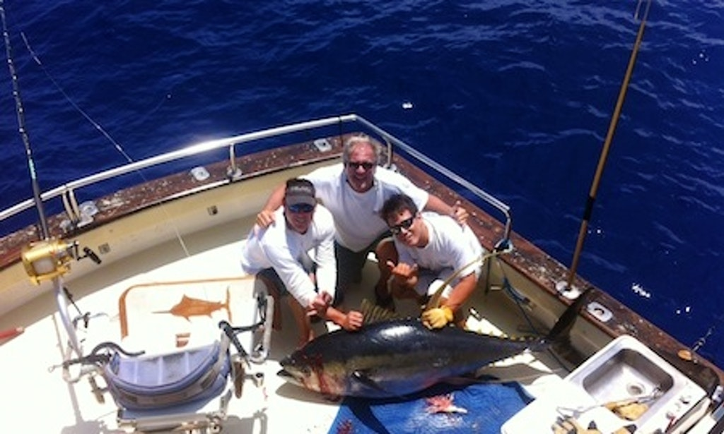 fishing charter on 40ft sea hawk yacht in honolulu